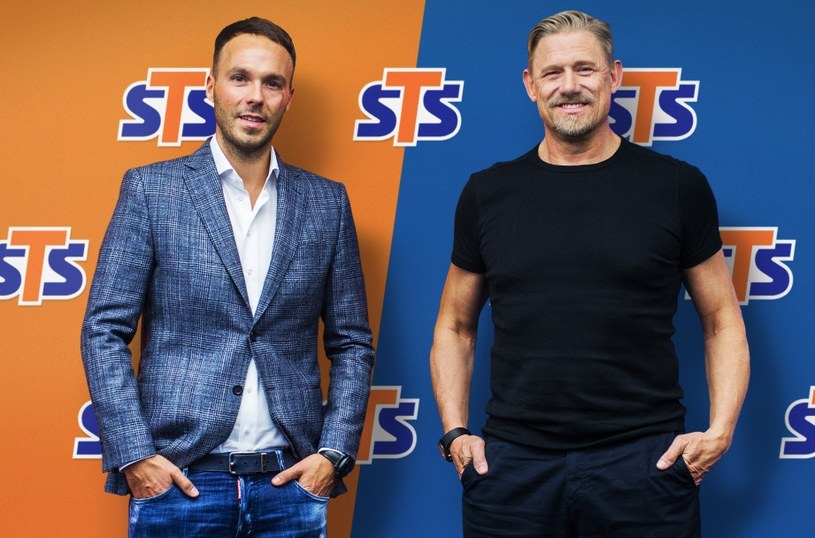 Legendarny piłkarz Peter Schmeichel i prezes STS Mateusz Juroszek /