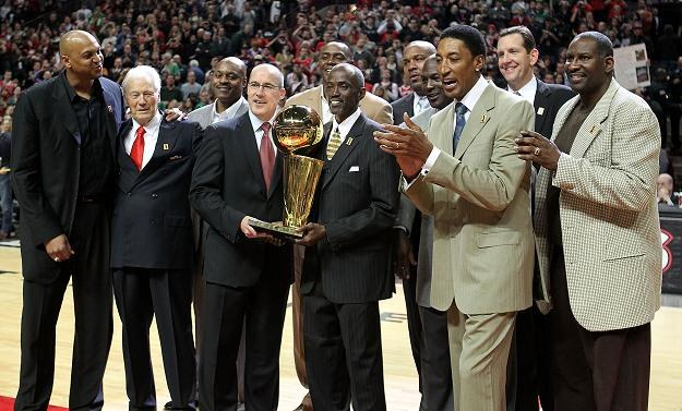 Legendy Chicago Bulls obejrzały 47. zwycięstwo swoich młodszych kolegów w obecnym sezonie /AFP