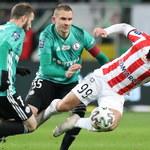 Legia - Cracovia 2:1. Karny po VAR, trener Vuković ukarany żółtą kartką i emocje do ostatniego gwizdka