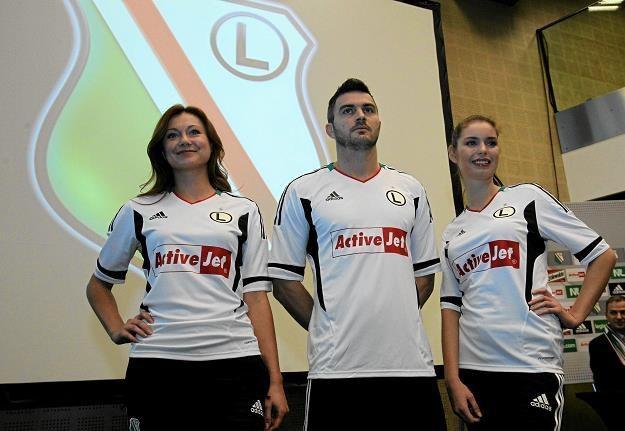 Legia podpisała umowę z Action 18 listopada 2011 r. Fot. Kuba Atys /AGENCJA GAZETA