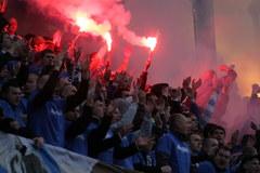 Legia z Pucharem Polski. Na trybunach petardy i race