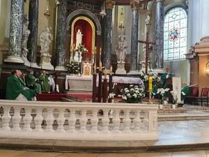 """Legnica: Przed kościołem zbiórka podpisów pod ustawą """"Stop LGBT"""""""