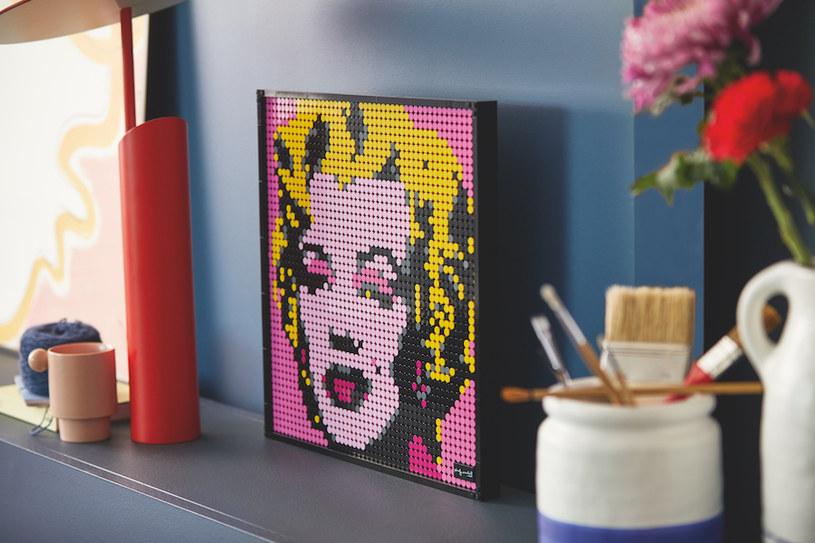 LEGO Andy Warhol's Marilyn Monroe występuje w trzech gamach kolorystycznych /materiały prasowe