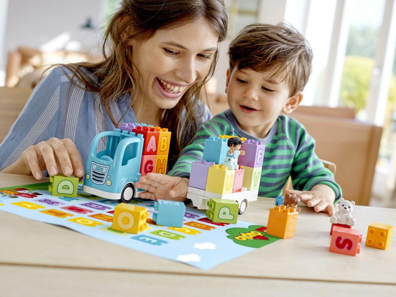 LEGO DUPLO pomaga łączyć zabawę z nauką /materiały prasowe