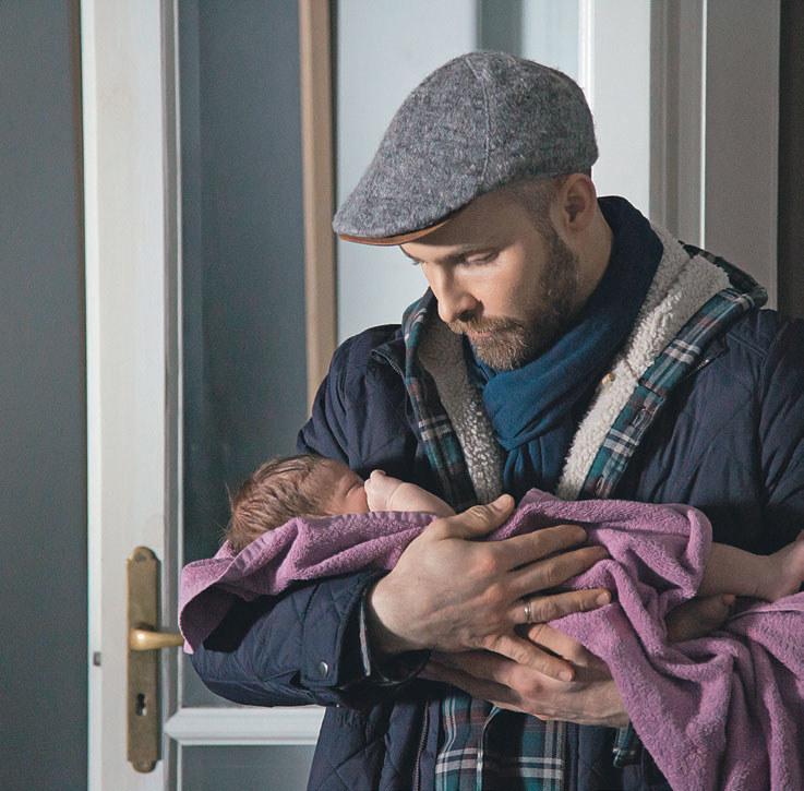 Lekarka domyśli się, że to Robert został właśnie tatą /Agencja W. Impact