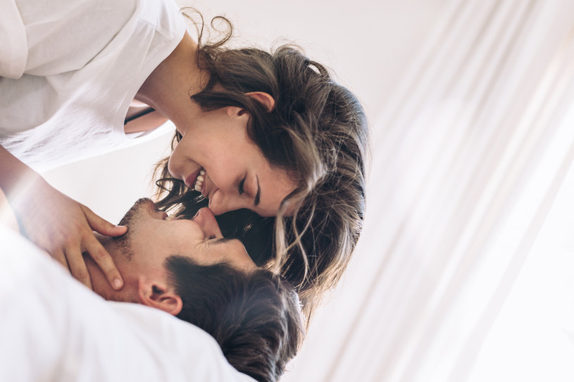 Lekarz stwierdził, że podczas jednego pocałunku może dojść do wymiany nawet 80 milionów bakterii /123RF/PICSEL