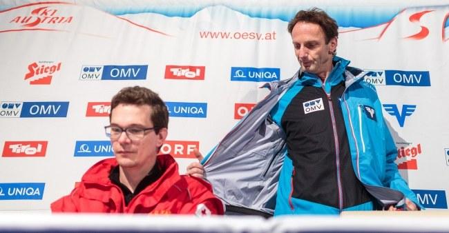 Lekarz Ulf Karner (z lewej) i trener Austriaków Heinz Kuttin /PAP/EPA