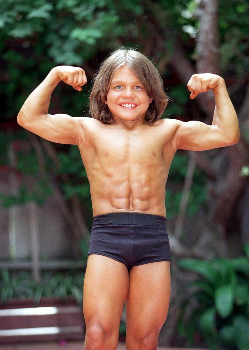 Lekarze mieli wątpliwości, czy dziecko może rozwinąć taką muskulaturę. Organizm dziecka nie wytwarza potrzebnej ilości testosteronu /East News