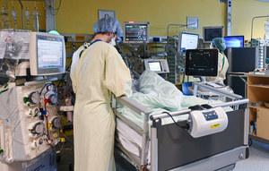 Lekarze ostrzegają: Egzaminy i COVID-19 mogą wykończyć służbę zdrowia
