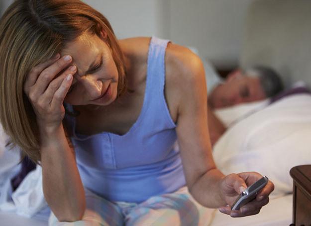 Lekarze podkreślają, że każdy z nas miewa kłopoty z zasypianiem /123RF/PICSEL