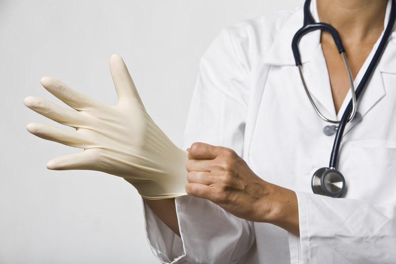 Lekarze przeprowadzali operacje narzędziami budowlanymi. /© Panthermedia