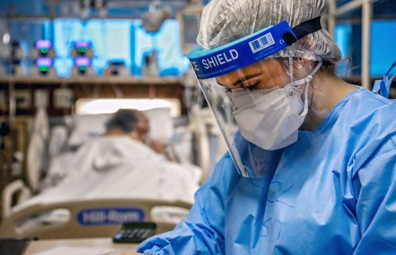 Lekarze ratujący życie w szpitalu w Porto Alegre /AFP