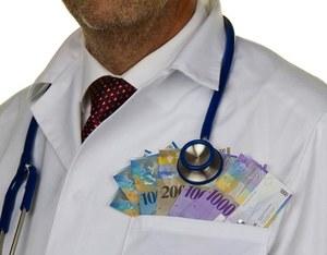 Lekarze wolą pracować w kraju, tutaj zarabiają dosyć pieniędzy