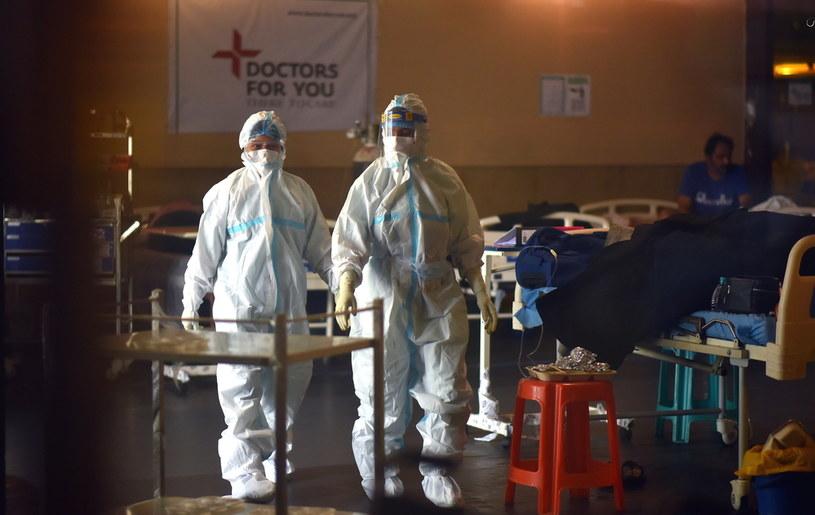 Lekarze z Indii alarmują: coraz więcej pacjentów covidowych atakuje niebezpieczna grzybica /IDREES MOHAMMED /PAP/EPA
