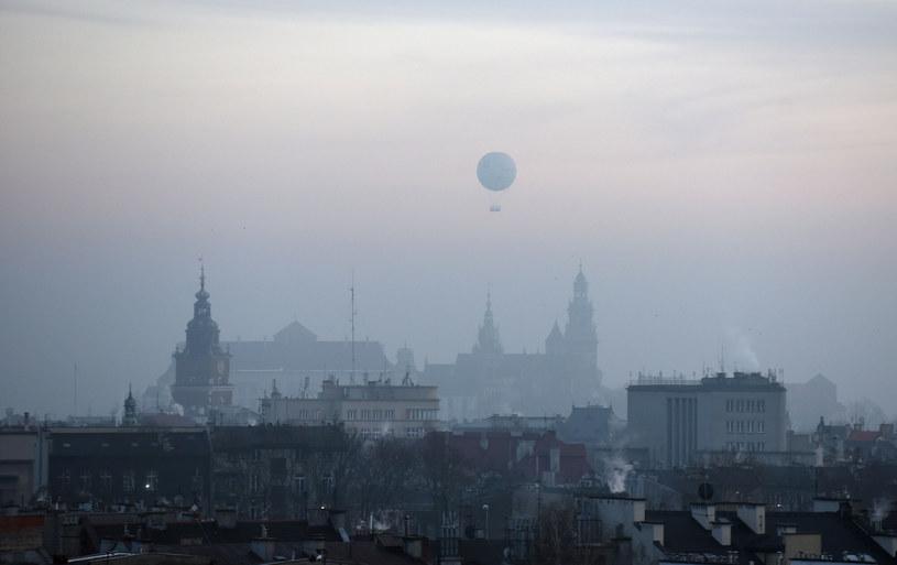 Lekarze z Krakowa po raz pierwszy zbadali reakcję krwi na pył zawieszony i udowodnili alergię na smog /M.Lasyk /Reporter