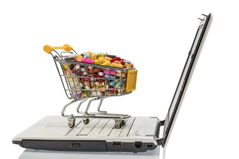 Leki kupowane w sieci są tańsze /123RF/PICSEL
