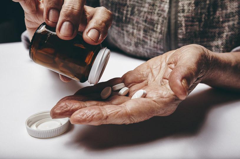 Leki nie lubią ciepła ani wilgoci - to pierwsza, najważniejsza zasada! /123RF/PICSEL