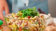 Lekka, zdrowa i pyszna – sałatka z hummusem