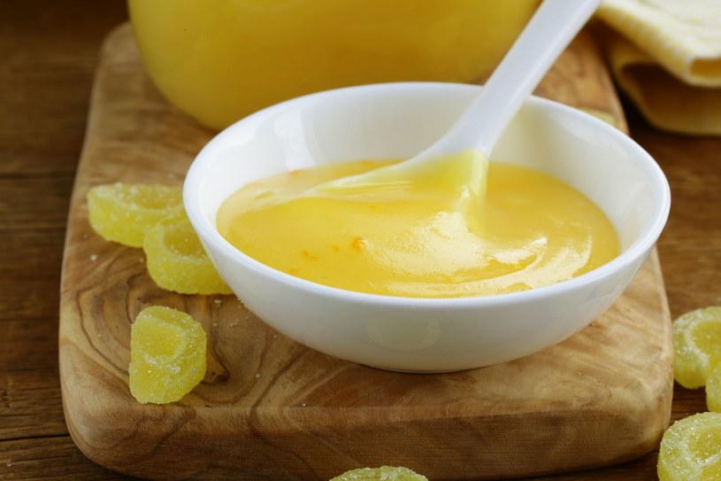 Lemon curd idealnie nada się do wypełnienia babeczek /123RF/PICSEL