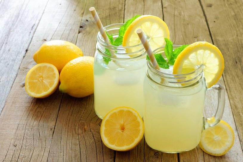 Lemoniada z cytryny jest najbardziej popularną lemoniadą /123RF/PICSEL