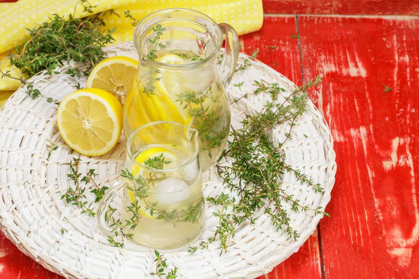 Lemoniada z cytryny nie ma sobie równych /123RF/PICSEL