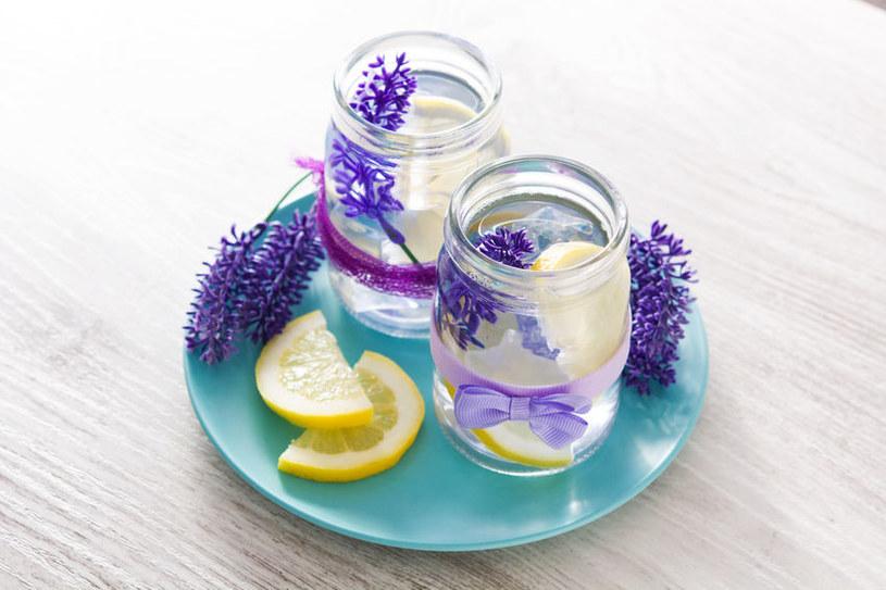Lemoniada z lawendą nie tylko jest smaczna, ale też pięknie wygląda /123RF/PICSEL