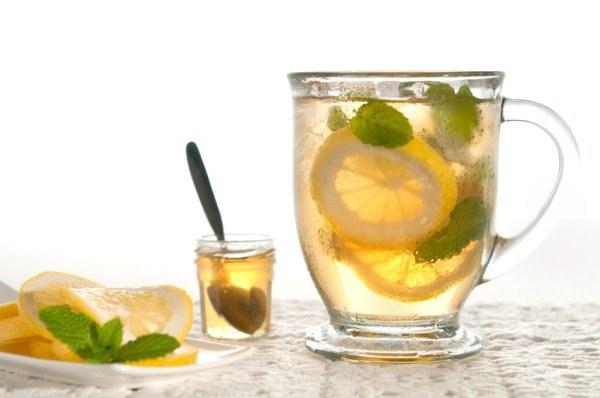 lemoniada z zielonej herbaty /© Photogenica