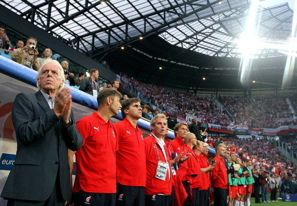 Leo Beenhakker na czele polskiej reprezentacji podczas Euro 2008 /AFP