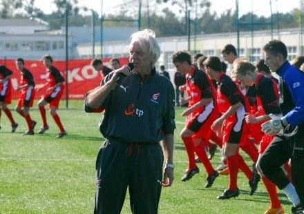 Leo Beenhakker uczy młodych adeptów futbolu, FOT.Piotr Sumara /Agencja Przegląd Sportowy