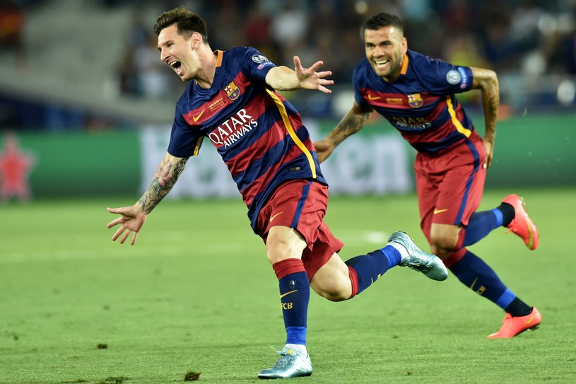 Leo Messi i Dani Alves cieszą się po bramce dla Barcelony /AFP