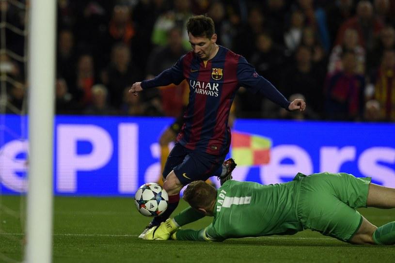 Leo Messi kontra Joe Hart /AFP
