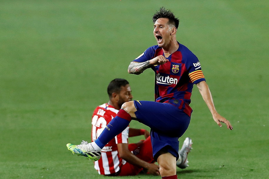 Leo Messi podczas meczu FC Barcelona - Atletico Madryt /ALBERTO ESTEVEZ /PAP/EPA