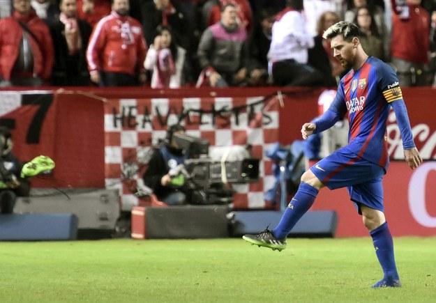 Leo Messi w czasie meczu Barcelony z Sevillą /Raul Caro /PAP/EPA