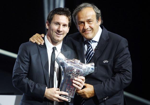 Leo Messi z nagrodą dla najlepszego piłkarza roku UEFA. Obok Michel Platini /AFP