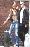 Leonardo DiCaprio spaceruje z Gisele Bundchen /INTERIA.PL