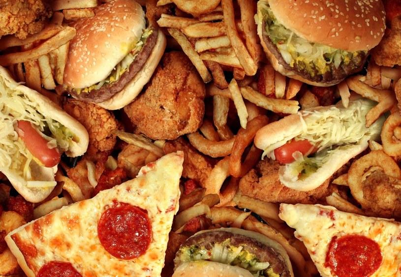 Lepiej tego nie zamawiać - radzą pracownicy fast foodów /123RF/PICSEL