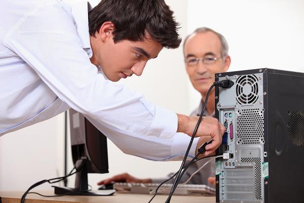 Lepiej uważaj z ulepszaniem komputera /©123RF/PICSEL