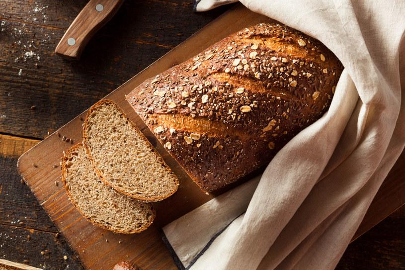 Lepiej zrezygnuj z chleba o brązowej skórce /123RF/PICSEL