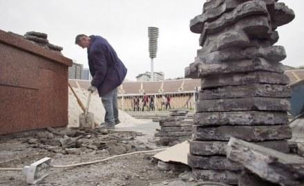 Łesia Tuzowa zapewnia, że prace przy stadionie w Kijowie przebiegają sprawnie /AFP