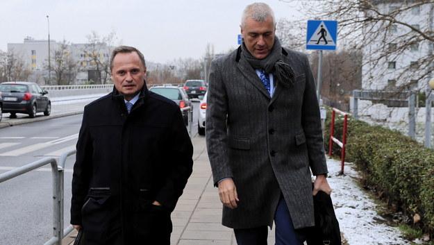 Leszek Czarnecki i Roman Giertych przed wejściem do prokuratury / Andrzej Grygiel /PAP