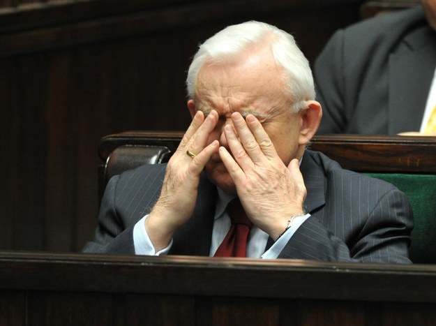 Leszek Miller skupia się przed swym przemówieniem... /Piotr Bławicki /East News