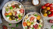 Letnia sałatka z plastrami wegetariańskimi