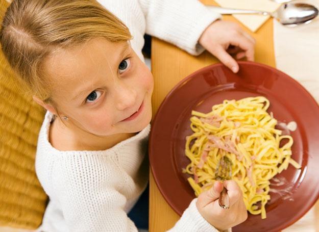 Letnie wyjazdy to dla dziecka przygoda - także kulinarna /© Panthermedia