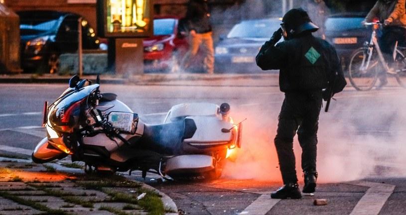 Lewicowi anarchiści starli się z policją /PAP/EPA