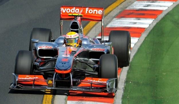 Lewis Hamilton był jednym z najaktywniejszych na torze Albert Park /AFP