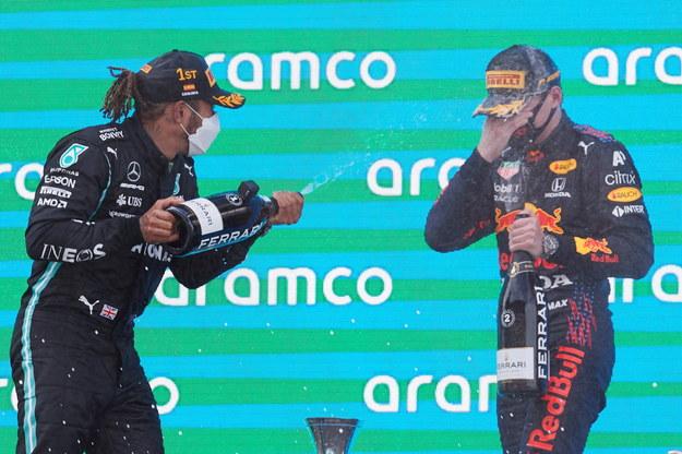 Lewis Hamilton  i Max Verstappen / ALEJANDRO GARCIA    /PAP/EPA