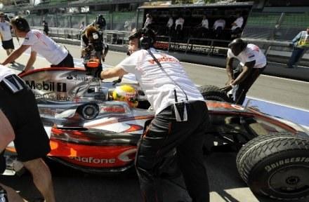 Lewis Hamilton i McLaren oczekuje anulowania kary, która odebrała mu triumf w Belgi. /AFP