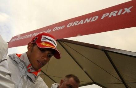 Lewis Hamilton opuszcza tor Spa-Francorchamps /AFP