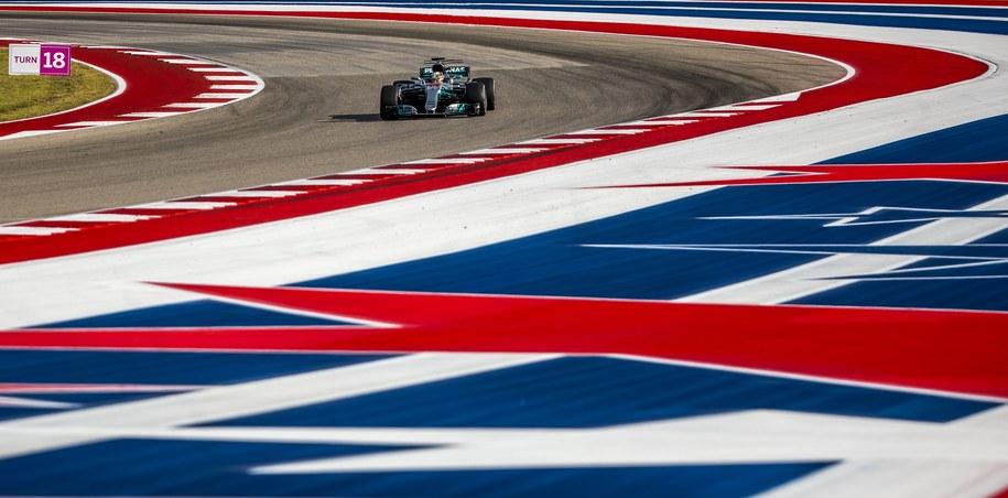 Lewis Hamilton podczas kwalifikacji przed wyścigiem o Grand Prix USA /SRDJAN SUKI /PAP/EPA
