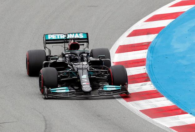 Lewis Hamilton podczas wyścigu / ALEJANDRO GARCIA    /PAP/EPA